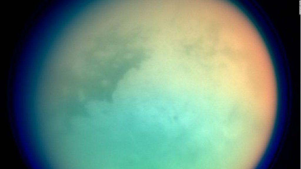Alternative-picture-by-Cassini
